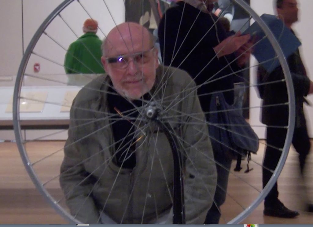 Fred Forest au Moma pour sa performance, Promenade Google Glass 2014